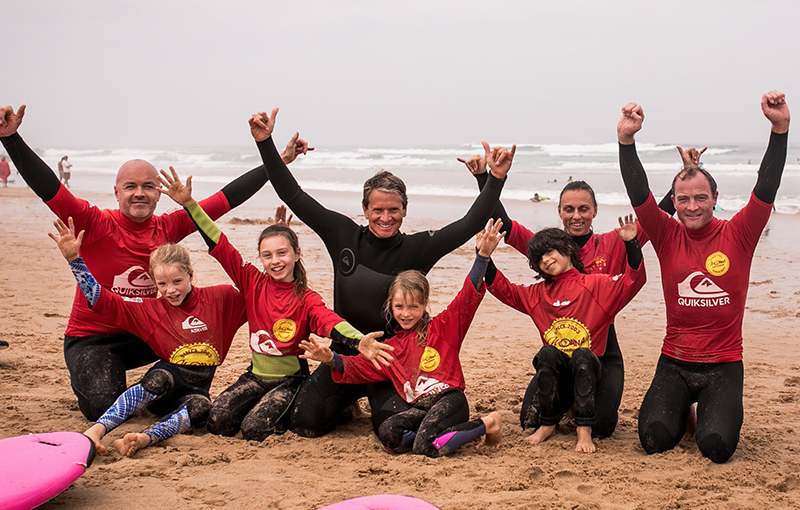kids family surfing cascais