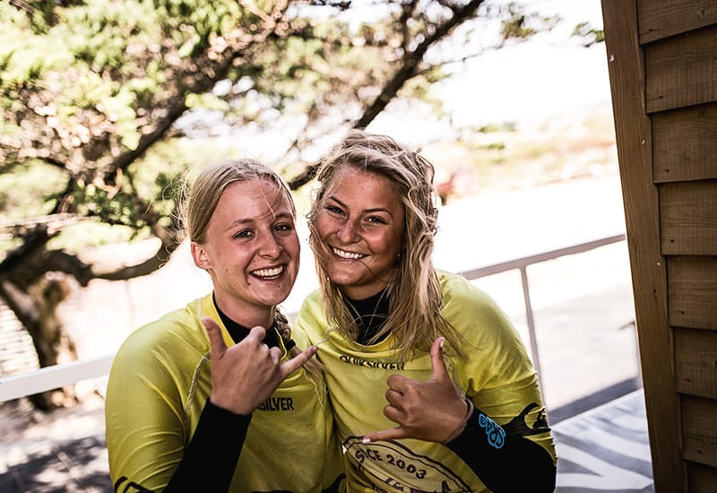 2 erasmus students learn to surf at guinchos surf school